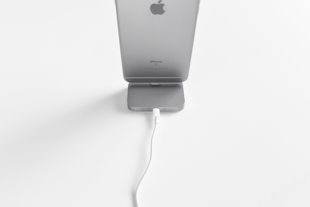 apple-aluminum-iphone-6s-6s-plus-dock-lightning-cable