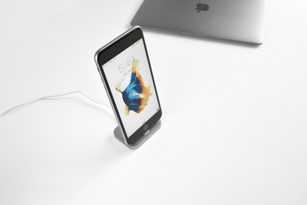 apple-aluminum-iphone-6s-plus-lightning-dock-2